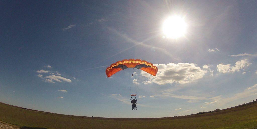 landing-917225_1920